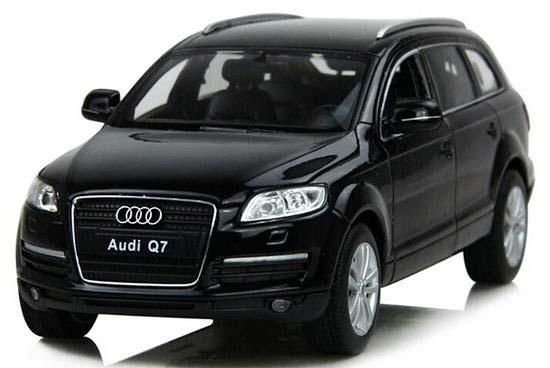Welly Black / White 1:24 Scale Diecast Audi Q7 SUV Model