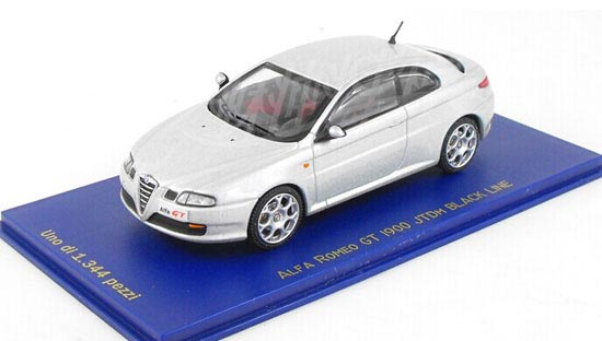 White 1:43 Scale Diecast Alfa Romeo GT Model