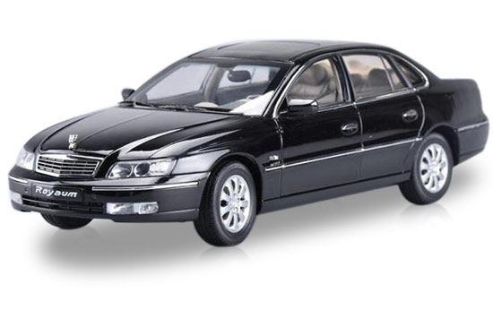 Silver / Black 1:18 Scale Die-Cast Buick Royaum Model