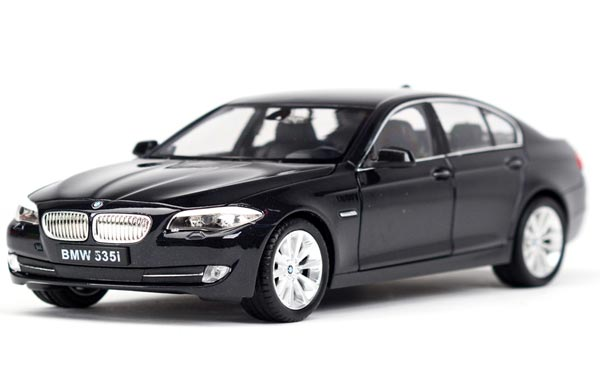 Welly 1:24 Scale Black / White / Silver Diecast BMW 535i Model