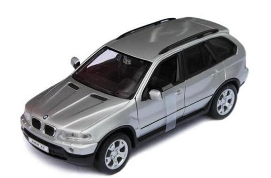 Black / Silver 1:24 Scale Welly Diecast BMW X5 SUV Model