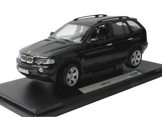 Silver / Black 1:18 Scale Welly Diecast BMW X5 SUV Model