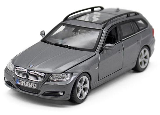 White / Gray 1:24 Scale Bburago Diecast BMW 335 Model
