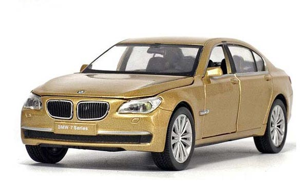 1:32 Scale Kids White / Black / Golden Diecast BMW 750 Toy