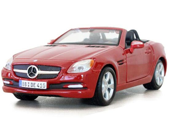 Red / White 1:24 Scale Maisto Mercedes-Benz SLK-Class Model