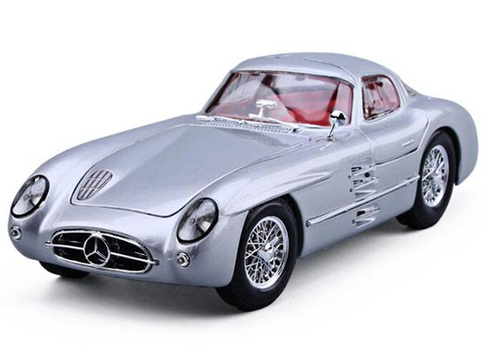 Silver Maisto 1:18 Scale Diecast Mercedes-Benz 300 SLR Model