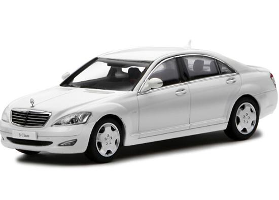 1:43 White / Black / Silver Diecast Mercedes-Benz S600L Model