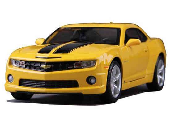 Yellow / Wine Red 1:24 Maisto Diecast Chevrolet Camaro Model