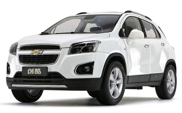 White / Wine Red 1:18 Scale Diecast Chevrolet TRAX SUV Model