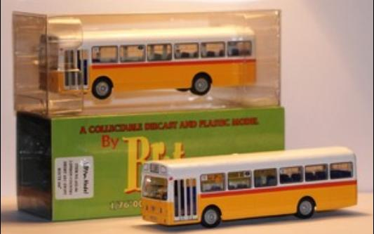 Yellow-white NO.68 London Singledecker Bus Model