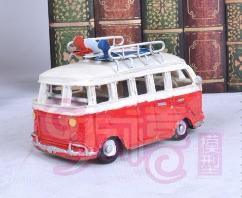 Medium Scale Red-White Ancient Style Bus Model