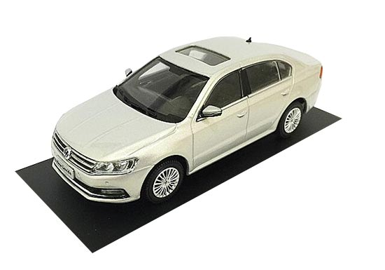 Red / Silver 1:43 Scale 2015 Diecast VW New Lavida Model