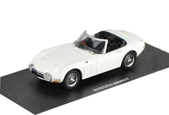 White 1:43 Scale Kyosho Die-Cast Toyota 2000GT Model