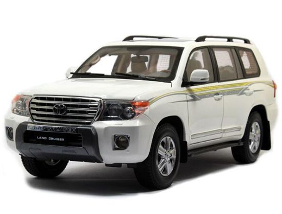 White / Green 1:18 Scale Diecast 2012 Toyota Land Cruiser Model