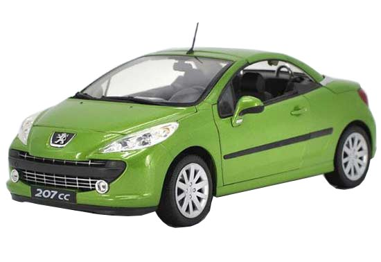 White / Green 1:18 Scale Welly Diecast Peugeot 207CC Model