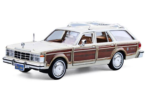 1:24 White /Red MotorMax 1979 Diecast Chrysler LeBaron Model