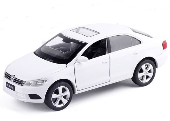 1:32 Scale White / Silver Kids Diecast VW New Jetta Toy