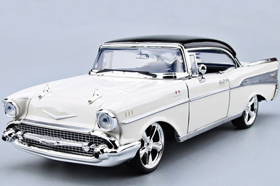 White 1:18 MotorMax Diecast 1957 Chevrolet Bel Air Model
