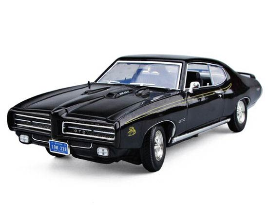 1:18 Scale MotorMax Diecast 1969 Pontiac GTO Judge Model