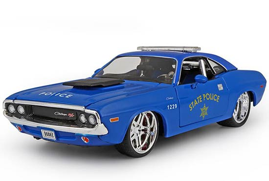 Blue 1:24 Scale Maisto Diecast 1970 Dodge Challenger R/T Model