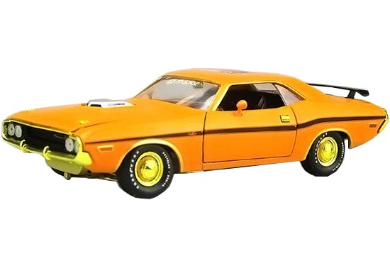 1:24 Scale Yellow Diecast Dodge Challenger R/T Model