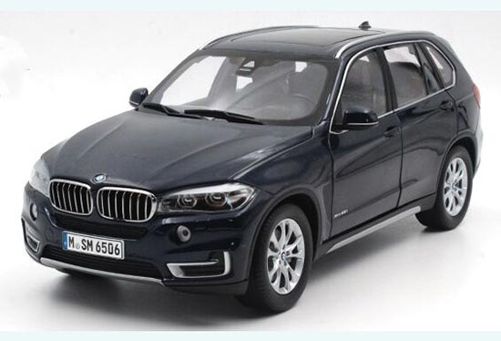 Deep Blue / White Paragon 1:18 Scale Diecast BMW X5 Model