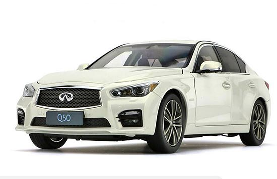 1:18 Scale White / Wine Red Diecast Infiniti Q50 Model