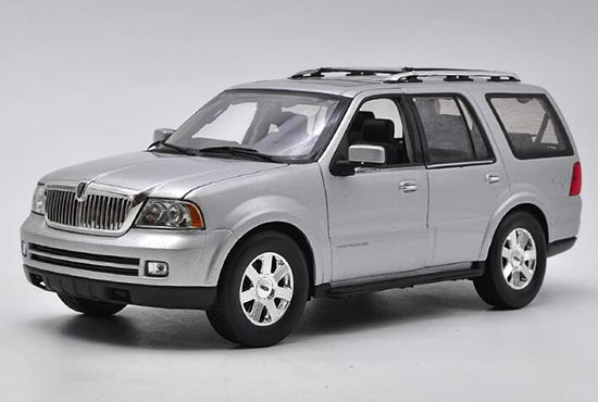 1:18 Scale Black Welly 2005 Diecast Lincoln Navigator Model