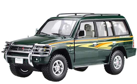 1:18 Army Green Sunstar Diecast Mitsubishi Pajero Model