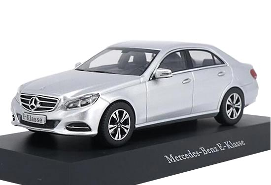 Black / Silver 1:43 Scale Diecast Mercedes Benz E-Class Model