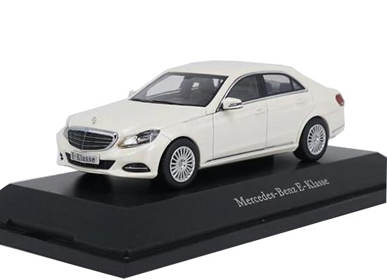 1:43 Scale White / Blue Diecast Mercedes Benz E-Class Model