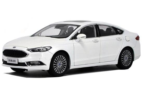 1:18 Scale White 2017 Diecast Ford New Mondeo Model