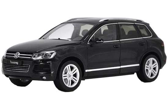 1:18 Scale Black / White Diecast VW Touareg TSI Model