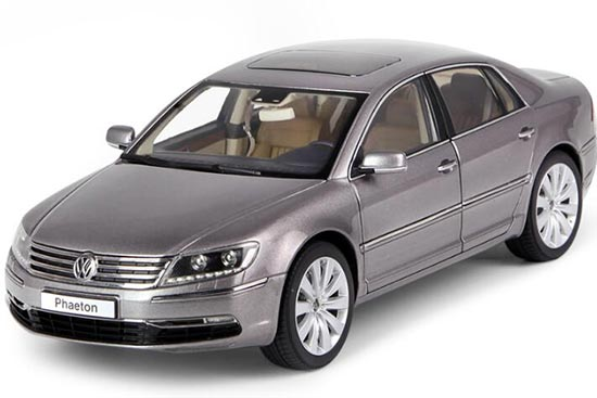 1:18 Scale Black / Brown Diecast VW Phaeton Model