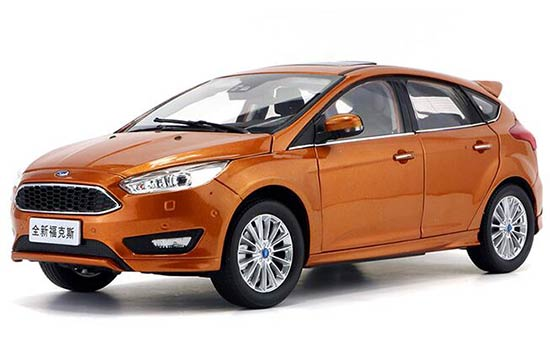 1:18 Scale White / Orange 2016 Diecast Ford New Focus Model