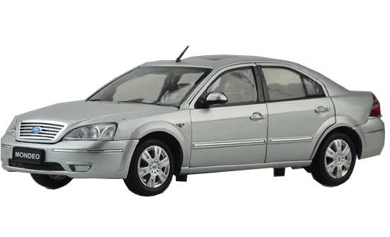 Silver 1:18 Scale Diecast Ford Mondeo Model