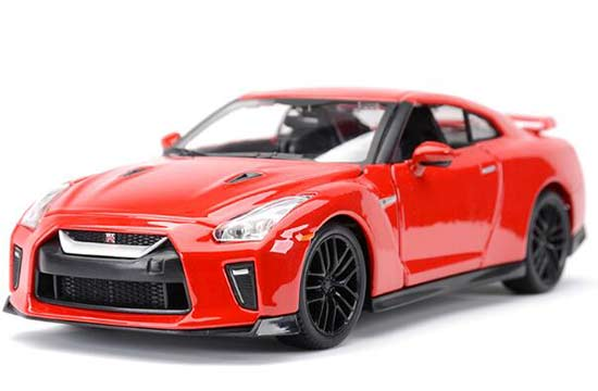 Red / White 1:24 Scale Bburago 2017 Diecast Nissan GT-R Model