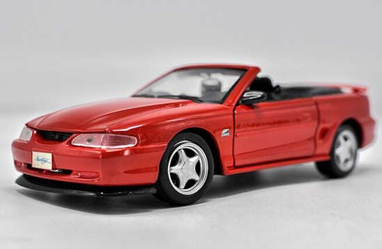 Red 1:24 Scale Maisto Diecast 1967 Ford Mustang GT Model