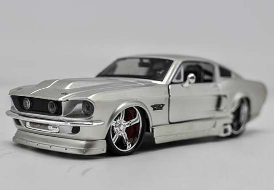 1:24 Scale Silver Maisto Diecast Ford Mustang GT Model