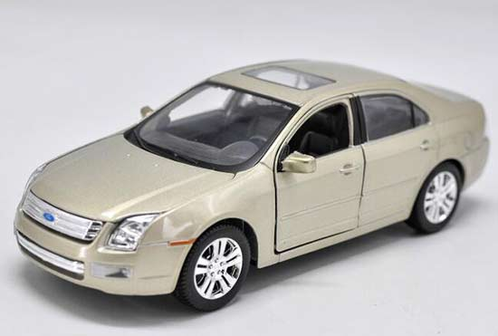 1:24 Scale Golden Maisto Diecast 2006 Ford Fusion Model