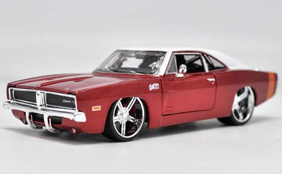 Wine Red 1:24 Scale Maisto Diecast Dodge Charger R/T Model