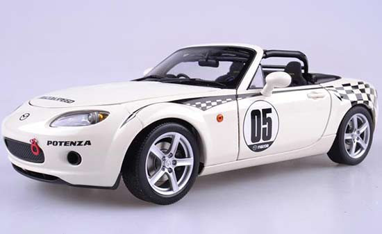 1:18 Scale White Autoart Diecast Mazda Roadster NC NR-A Model