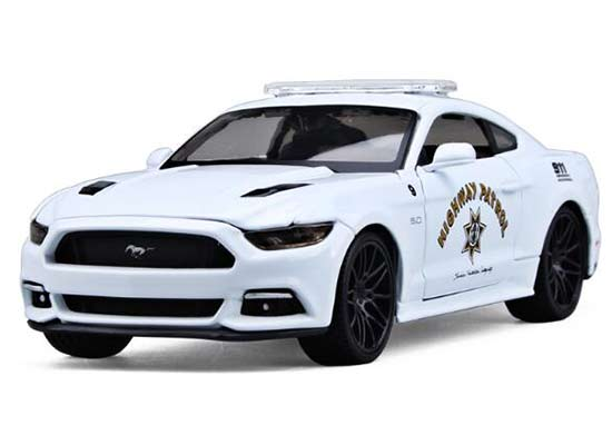 1:24 White Maisto Police 2015 Diecast Ford Mustang GT Model