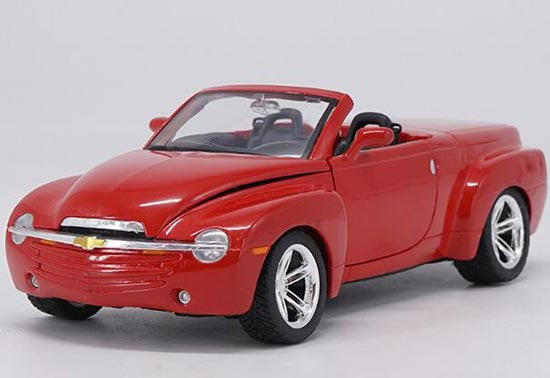 1:24 Scale Maisto Red / Silver Diecast 2004 Chevrolet SSR Model