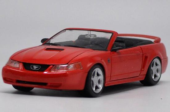 Red 1:24 Scale Maisto Diecast 1999 Ford Mustang GT Model