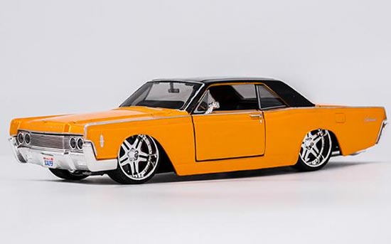 1:24 Scale Maisto Diecast 1965 Lincoln Continental Model