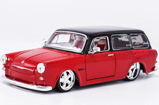 1:24 Scale Red Maisto Diecast 1967 VW 1600 Squareback Model