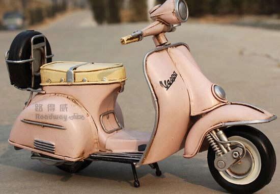 1:8 Scale Pink Vintage Tinplate 1955 Vespa Scooter Model