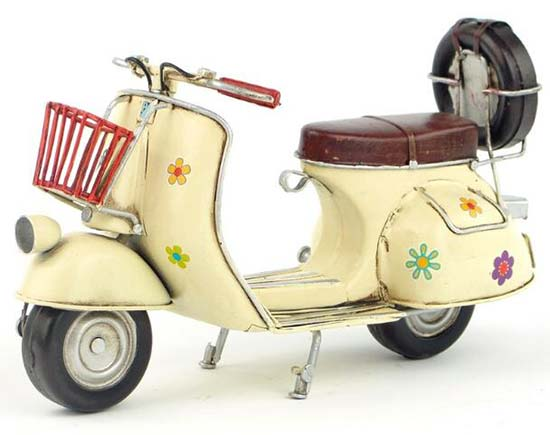 Flowers Painting White 1:8 Vintage Tinplate Vespa Scooter Model