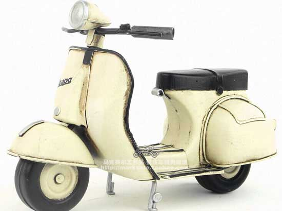 White Vintage Tinplate 1:8 Scale 1965 Vespa Scooter Model